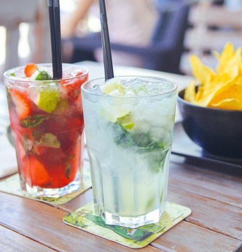 Snacks und Drinks in der Ponylounge Bar in SPO genießen